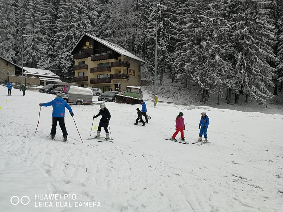 Lectii ski individuale si de grup oferite de R&J Scoala de Ski Poiana Brasov