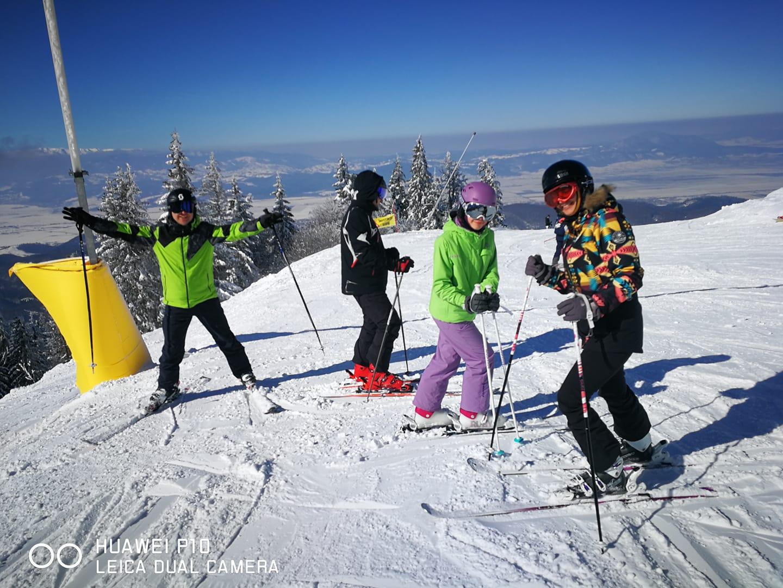 Lectii de Ski si Snowboard oferite de R&J Scoala de Ski si Snowboard Poiana Brasov
